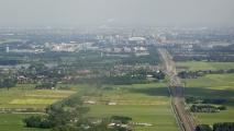 Boven Abcoude een uitzicht over het spoor richting Amsterdam