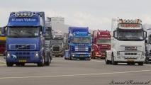 Trucks op de taxibaan richting de Buitenveldertbaan (09-27)