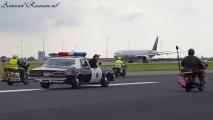 Op de Buitenveldertbaan en er achter taxied een Boeing 777 van de KLM!