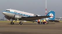 DDA DC3 vertrekt in de vroege ochtend naar Engeland