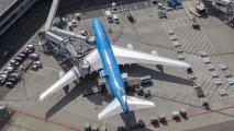 KLM Boeing 747 bij de gate