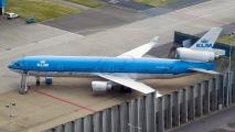 KLM MD-11 op Schiphol oost