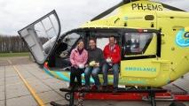Met 2 andere fotografen (Suzanne (l) & Lázló (r) in de trauma heli.
