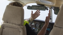 Hoogvlieger vliegt, de piloot doet niks!