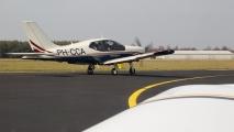 Gezien vanuit PH-GWW, de PH-CCA vlak voor vertrek