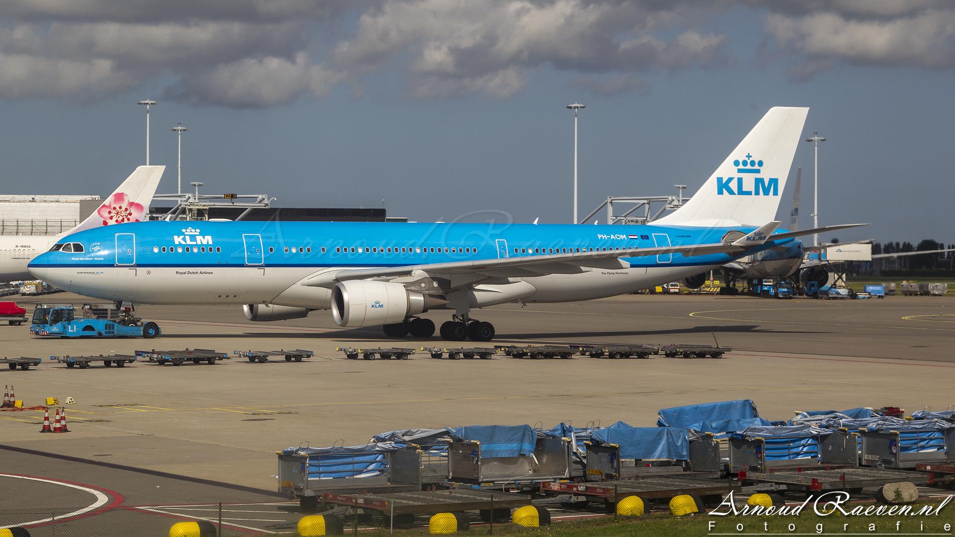 KLM Airbus A330-200 - PH-AOM