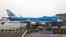 KLM Boeing 747-400 (PH-BFB) @ Gate F3, Schiphol