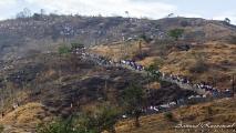 Hindoes onderweg naar een offer plek