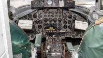 Cockpit - Vickers Viscount 806  (G-APIM)