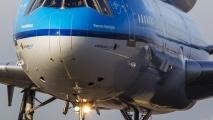 Best groot zo'n vliegtuig als je er zo dicht op staat!