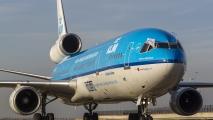 MD-11 aan het taxien op taxibaan Q