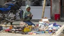 Verkoop van spullen op straat in Kathmandu
