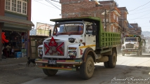 Truck op straat in Panauti