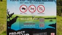 Waarschuwingsbord op het eiland