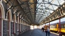 Perron 1 van het treinstation van Dunedin