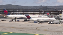 Delta Airlines Boeing 777 (N840MH) & Boeing 717 (N933AT)