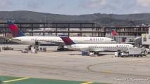 Delta Airlines Boeing 777 (N840MH) & Boeing 717 (N933AT)