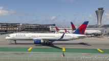 Delta Airlines Boeing 757 (N706TW)