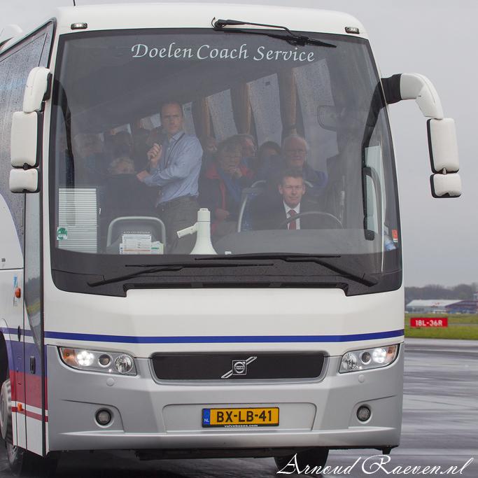 Bus op de landingsbaan