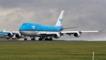 KLM 747 vertrekt van Schiphol