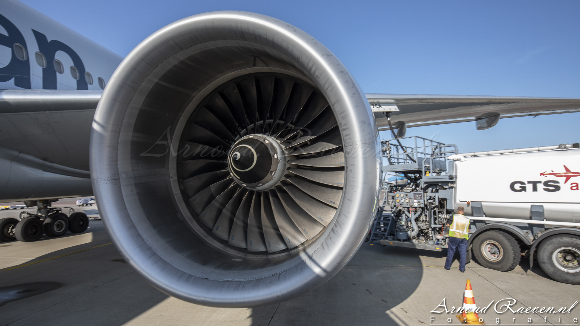 Rolls Roys Trent 892 (American Airlines Boeing 777-200, N766AN)